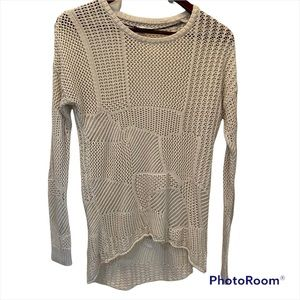 Volcom long sleeve Cream colour top size extra small but fit bigger EUC